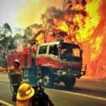 Η μάχη με τις φλόγες συνεχίζεται