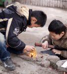 Μήπως το παιδί σας γοητεύεται από τη φωτιά;