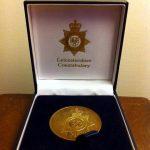 Τιμητικό μετάλλιο στο Παράρτημα Κω της ΕΟΔ από την Βρετανική Αστυνομία