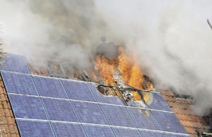 Ηλιακοί συλλέκτες: Ένας αυξανόμενος κίνδυνος για τους πυροσβέστες