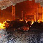 Εργάτες έβαλαν φωτιά σε εργοστάσιο