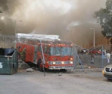 Πυροσβεστικό όχημα πέφτει πάνω σε φράχτη κατά την άφιξη του