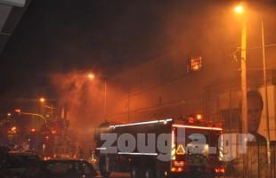 Φωτιά στο παλιό εργοστάσιο της Αλυσίδας- Κλειστή η Παπαναστασίου