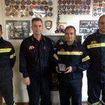 Απονομή πλακέτας από τον Διοικητή 12ου Π.Σ.στο Εθελοντικό Πυροσβεστικό Κλιμάκιο Πεντέλης