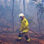 Ένας νεκρός και 4 αγνοούμενοι από μεγάλη φωτιά - Αυστραλία