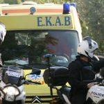 Οδηγός αισθάνθηκε αδιαθεσία και κάλεσε το ΕΚΑΒ - Η Πυροσβεστική άνοιξε το όχημα