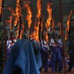 Ρίχνουν παιδιά στη φωτιά σε ασκήσεις για πυρκαγιά