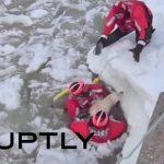 Aπίστευτη διάσωση ενός σκύλου από τα παγωμένα νερά μιας λίμνης!