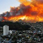 Τεράστια πυρκαγιά απειλεί την πόλη Βαλπαραΐσο στη Χιλή