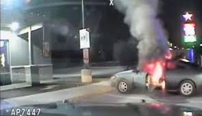 Αυτοπυρπολήθηκε μπροστά στα μάτια αστυνομικών