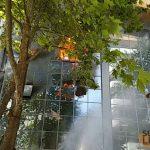 Eνα νεκρός κατά τη διάρκεια της πυρκαγιάς στην επιχείρηση «Λιόλιος» στη Θεσσαλονίκη