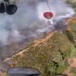 Εντυπωσιακό βίντεο: Πυροσβεστικό ελικόπτερο στη μάχη με τις φλόγες