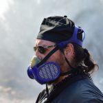 Ενας παπάς πυροσβέστης στην Αργολίδα -Μάχη με τις φλόγες, με ράσο