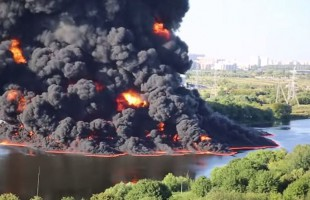 Τεράστια φωτιά σε αγωγό πετρελαίου σε προάστιο της Μόσχας
