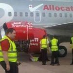 Τρόμος στον αέρα: Φτερό αεροπλάνου έπιασε φωτιά