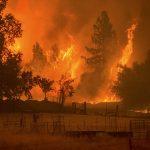 Πυρκαγιά απειλεί 6.400 κατοίκους της Καλιφόρνια