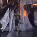 Συγκλονιστικό βίντεο μέσα από τη φλεγόμενη αποθήκη στην Παλλήνη