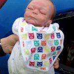 Αστυνομικοί έσπασαν το τζάμι αυτοκινήτου για να σώσουν μωράκι και πλήρωσαν τα σπασμένα