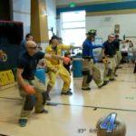 Πυροσβέστες στην Αμερική έδωσαν μια μοναδική παράσταση για τα παιδιά με θέμα την ασφάλεια