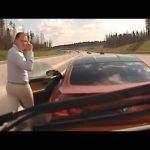 Οδηγός μπλοκάρει με την BMW του το δρόμο σε ασθενοφόρο...