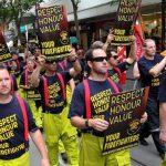 Πυροσβέστες από την Μελβούρνη διαμαρτύρονται για τους μισθούς