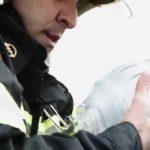 Πυροσβέστης, βρίσκεται συμβατός με μικρό ασθενή και του χαρίζει ζωή!