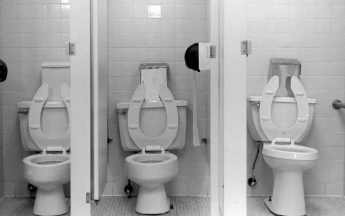 Δημόσιες τουαλέτες: Πώς θα προστατευθείτε από τα μικρόβια !