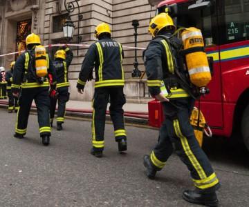 Απολύσεις 6.700 πυροσβεστών από το κυβερνών κόμμα του Ηνωμένου Βασιλείου, Tories