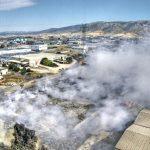 «Η φωτιά ακόμα σιγοκαίει εκλύοντας τοξικές ουσίες»
