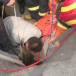 Πυροσβέστες ανασύρουν αγοράκι από τρύπα 10 μέτρων