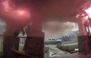 Συγκλονιστικό βίντεο: Πυροσβέστες παλεύουν με την φωτιά!