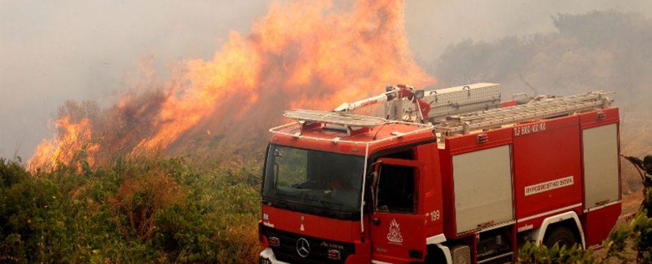 Με «γερασμένο» στόλο πέφτει στη «μάχη» με τις φλόγες η Πυροσβεστική