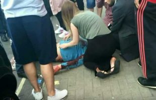 Ηρωίδα νοσοκόμα σώζει μαχαιρωμένο άνδρα στη μέση του δρόμου
