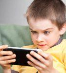 Παιδί και τάμπλετ: Οι επιπτώσεις στη μυοσκελετική του υγεία