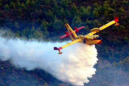 Οι επικίνδυνες πτήσεις των Καναντέρ στην Εύβοια μέσα από το πιλοτήριο
