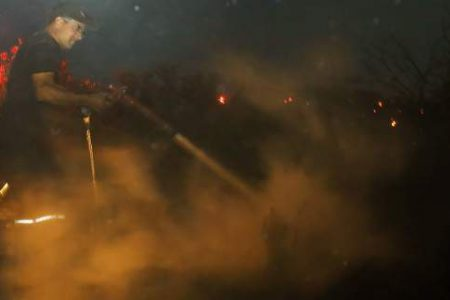 Πυρκαγιά στο Μενίδι, απειλήθηκαν σπίτια -Φωτιά και στον Ασπρόπυργο
