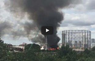 Τεράστια φωτιά καίει το Λονδίνο - 100 πυροσβέστες στην περιοχή