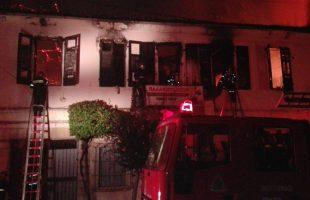 Στις φλόγες τυλίχτηκε το ιστορικό κτίριο της Σαπωνοποιίας Πατούνη