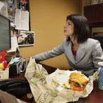 Πώς μπορούμε να τρώμε υγιεινά στον χώρο εργασίας