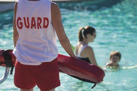 Εποπτεία & Ασφάλεια λουόμενων και χώρου ευθύνης απο τον Επόπτη ασφαλείας κολυμβητικών δεξαμενών