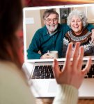 Eγκλωβισμένοι στο σπίτι δεν σημαίνει αποκομμένοι από την επικοινωνία